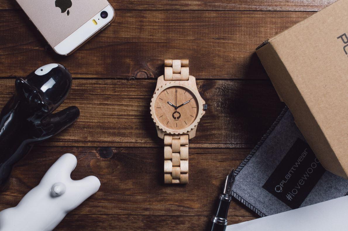 Zegarki damskie na rękę. Jaki wybrać na prezent?
