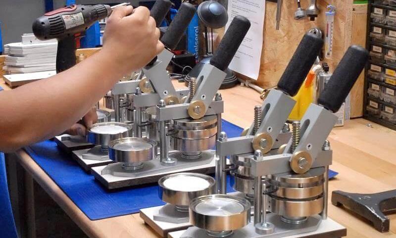 produkuj własne przypinki i buttony przy użyciu maszyny do przypinek
